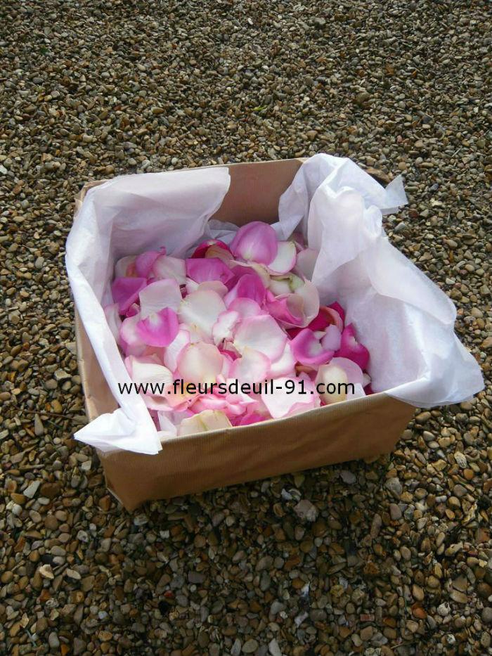 Carton de pétales de roses deuil