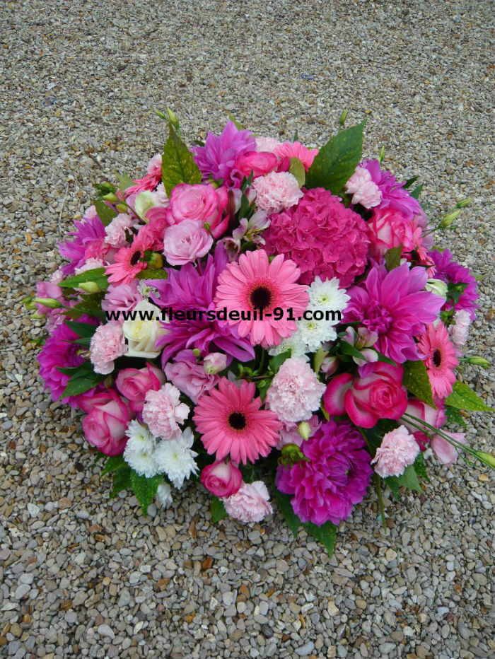 Coussin rond rose vif  par Nedellec-Rivière Etampes pour fleurdeuil-91