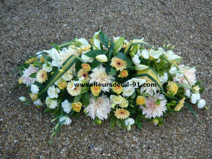 Dessus de cercueil jaune pâle et blanc  deuil Etampes Morigny Etrechy